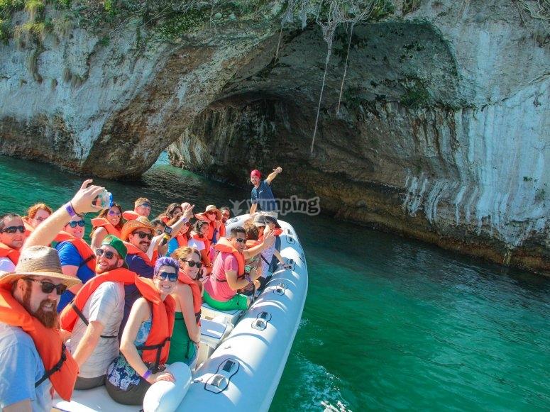 A traviesa por cuevas y pasadizos en Lancha