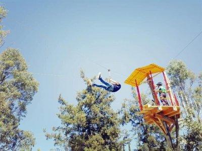 Aventura en tirolesa de 100 metros en León