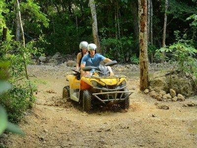 Aventura en cuatrimoto por la selva en Cancún 3hrs