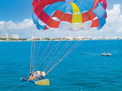 Parasailing flight in Isla Mujeres for 1 hour