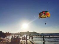 10 minute parasailing flight in Playa Linda