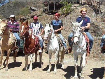 Ruta a Caballo por Santiago con comida 4 horas