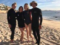 Alumnos en campamento de surf en  San José del Cabo