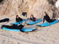 Surfeando en playa del Mar de Cortéz