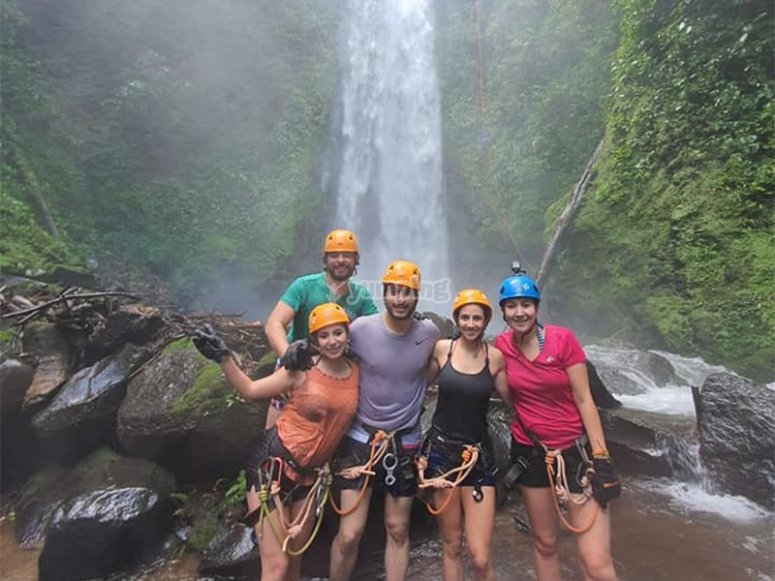 Have fun in a group doing Rappel