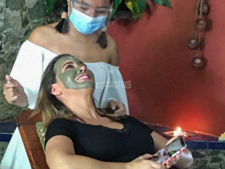 Toma un tratamiento de barro mineral