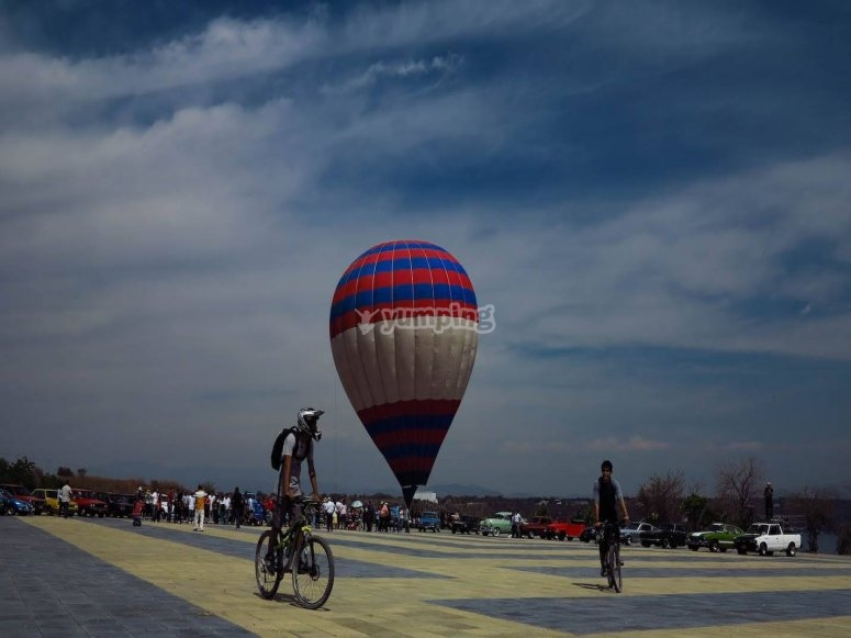 Desde el paseo viendo despegar al globo