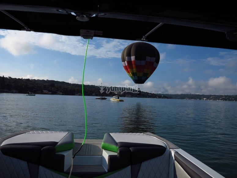 View of the aerostatic balloon from the boat