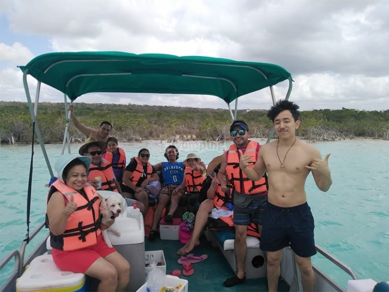 Come with your family to enjoy a boat trip