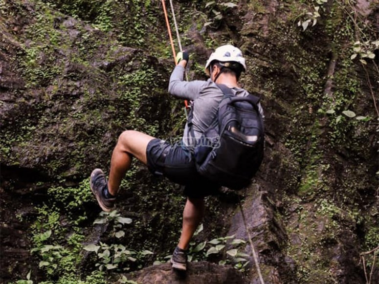 Descend in Rappel to reach the waterfall