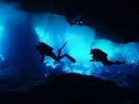 diving in cenotes
