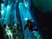 divers in cenotes