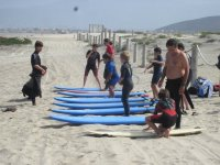 Los peques surfean