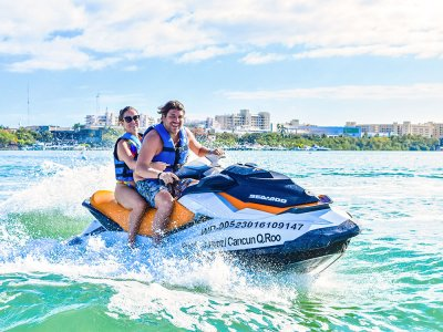 Waverunner ride in Cancun for 30 minutes