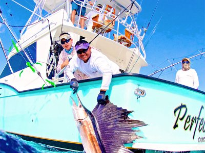 Fishing in a luxury boat in Cancun with equipment 4 h