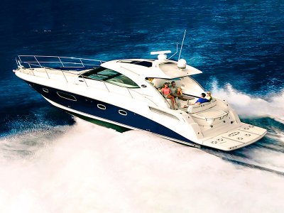 Luxury yacht ride in Cancun for 4 hours