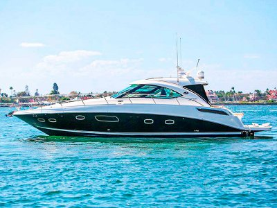 Luxury yacht ride in Cancun for 6 hours