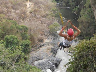 Salto en tirolesa en Jojutla, Morelos