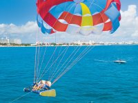 Parachute for two in Cancun