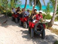 Cuatrimotos en el caribe mexicano