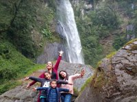 Go hiking with the family and reach the waterfall kills dogs