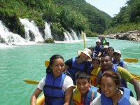 Canoes in family for the waterfalls