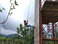 Desciende de nuestra torre de 12 metros en Rappel