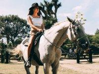 Disfruta un día paseando a caballo