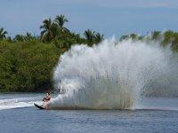aprendiendo ski acuático