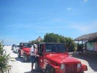 jeeps en la playa