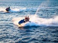 Siente la adrenalina de manejar una moto de agua