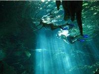Haciendo snorkel en cenote