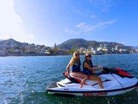 Comparte un jet ski biplaza