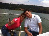 Paseo en barco en pareja