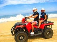Ven en compañía de tu pareja y disfruta de manejar una cuatri en Los Cabos