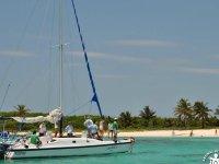 Disfruta de la experiencia en nuestro catamarán