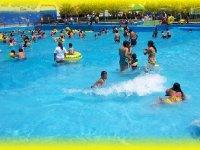 Essayez la piscine à vagues