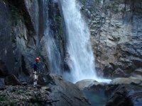 Vamos a rapelear en cascadas