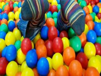 Sink in the ball pool