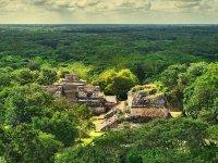 Vista panorámica de la ciudad maya de Ek Balam
