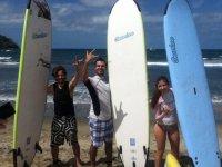 surfers aprendiendo