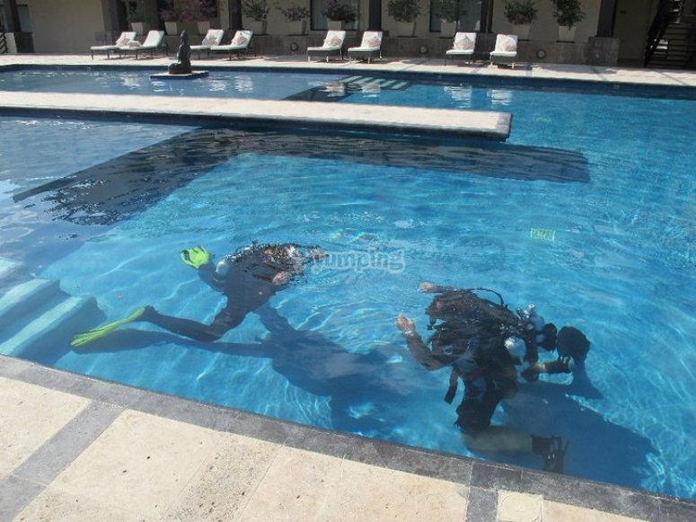 Practical class on a pool