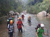 caminando en el rio