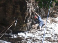 Escalando roca