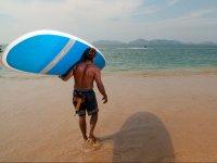 Realiza paddle surf