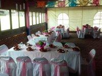 Mesas vestidas plato barro