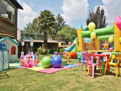 Salón de Fiestas y Jardín Poyiyos