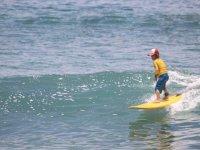 Primeras olas de surf
