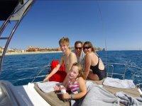 Paseo familiar en barco