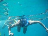 Asomando la cabeza bajo el mar